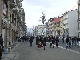 Avellino si presenta l arredo urbano al corso vittorio for Arredo negozi avellino
