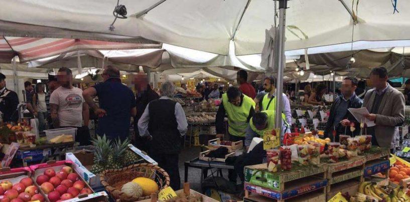Blitz della Guardia di Finanza al mercato di Avellino, scoperti lavoratori in nero e cingalese clandestino