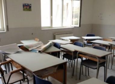 Pratola Serra, vandali nella scuola: danni per migliaia di euro