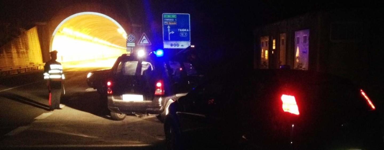 In fuga dai Carabinieri, prima in auto e poi a piedi fanno perdere le proprie tracce