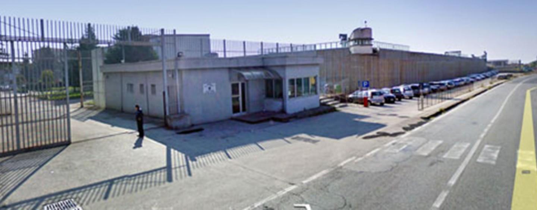 Agente sequestrato dai detenuti: caos nel carcere di Ariano