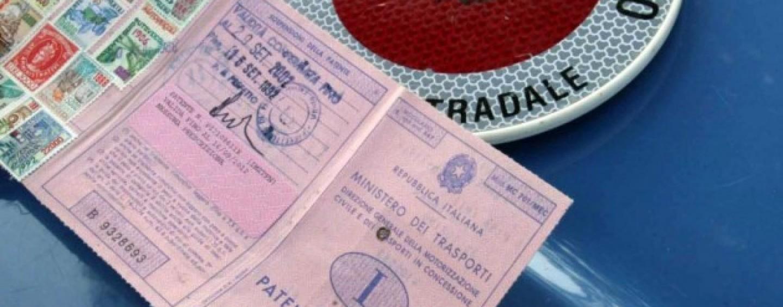 Tre arresti e 22 denunce per patenti irregolari, coinvolta anche agenzia di Avellino