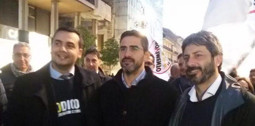 """Marcia dei cinquestelle ad Avellino, Fico: """"Riforma-farsa. De Mita? Un trucco di Renzi…"""""""
