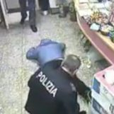 VIDEO/ Rapinatori accoltellano tabaccaio, arrestati dalla Polizia: le immagini choc