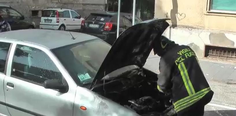 Benevento, auto in fiamme a Rione Libertà