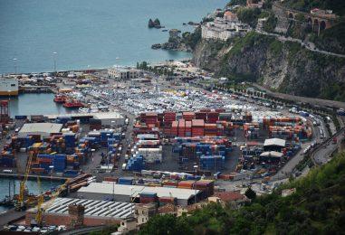 Sequestrate 60 tonnellate di rifiuti speciali nel porto di Salerno