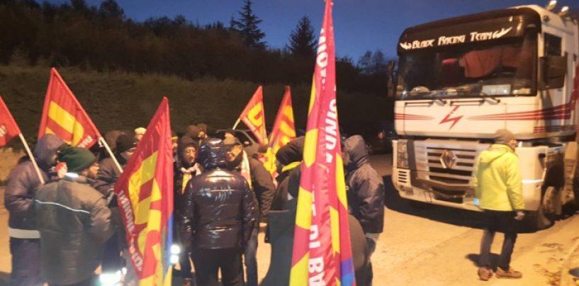 Clima teso alla SVA Capaldo, sciopero e protesta davnti ai cancelli