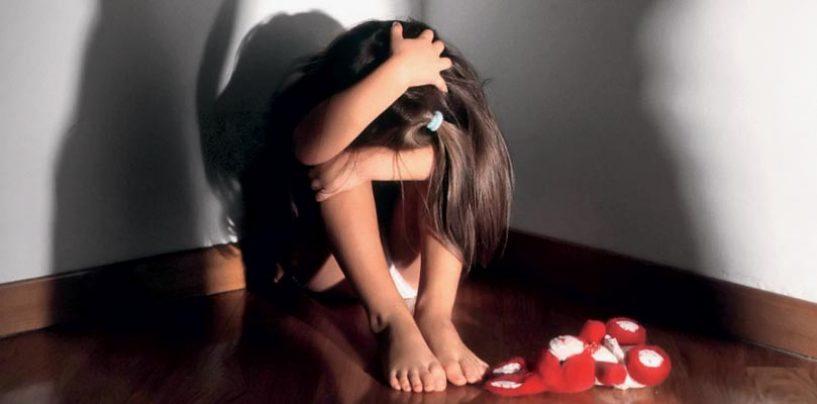 Hanno abusato della figlia per oltre un anno: l'orrore subito da una bambina di 10 anni