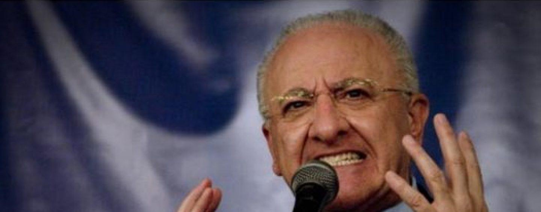 """VIDEO/ De Luca non si presenta ad Atripalda ed """"affonda"""" il Partito Democratico"""