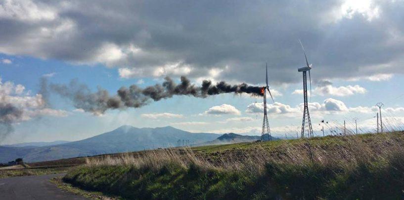 VIDEO/ Pala eolica in fiamme in Alta Irpinia, scoppia la protesta