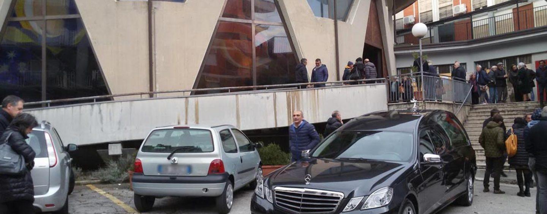 Bagno di folla ad Avellino per l'ultimo saluto a Paolo Urciuoli