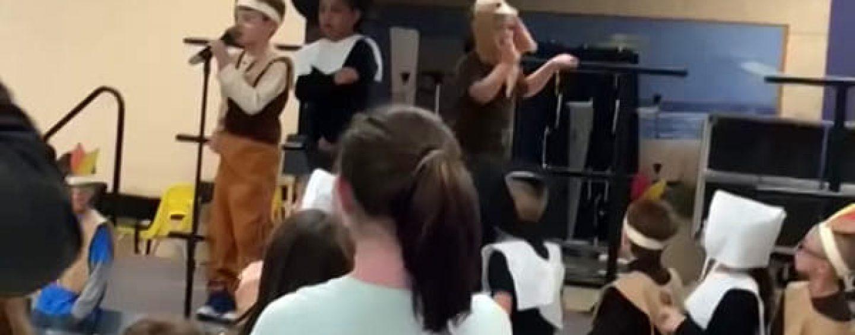 USA, maestra toglie microfono dalle mani di bambino autistico dopo la recita
