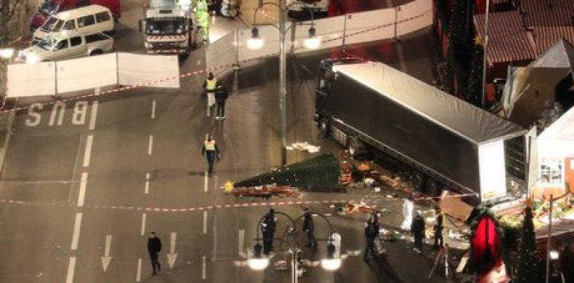 Strage a Berlino, tir si lancia sui Mercatini di Natale
