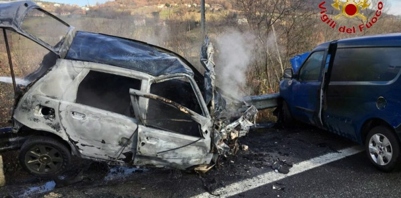 Grave incidente sull'Ofantina, in fiamme auto a metano