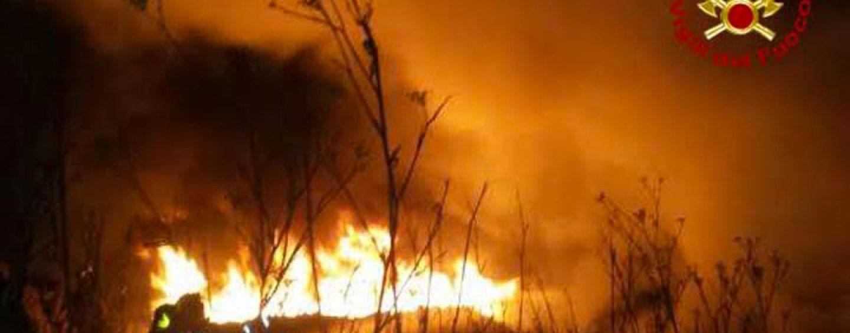Doppio incendio nella notte a Montella
