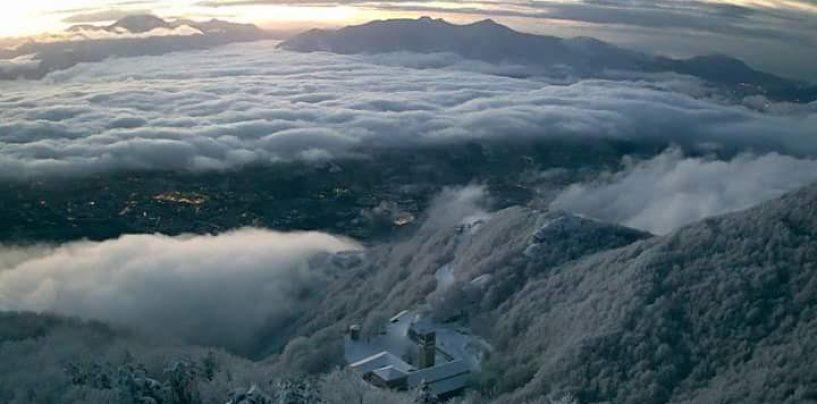 La meravigliosa alba di Montevergine sul territorio innevato