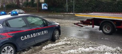 Neve, cittadini esasperati dai disagi: molti anziani rimasti bloccati