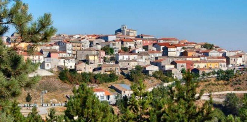 Greci, muore di infarto mentre festeggia il suo compleanno: comunità sotto choc