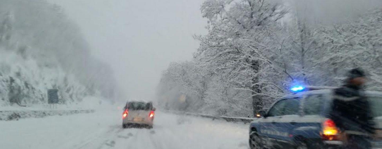 Neve, Ofantina e raccordo per Benevento: disagi e incidenti