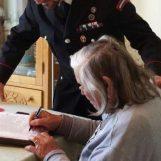 Perde il borsellino contenente 1.240 euro: recuperato e restituito dai Carabinieri
