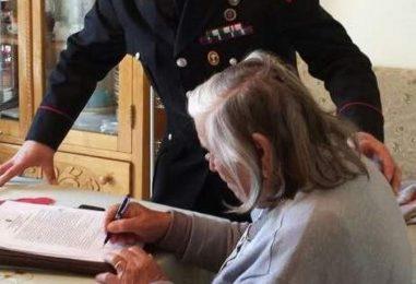 Badante ruba 2000 euro all'anziana che accudiva: beccata dai carabinieri