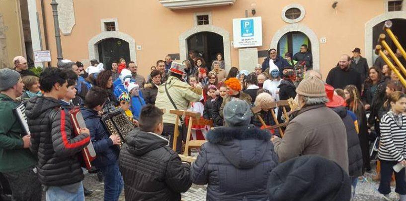 A Nusco sfilata in maschera del Carnevale di Castelvetere sul Calore