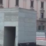 VIDEO/ Ci vuole Costanza: lo strano caso del cubo a Piazza Libertà