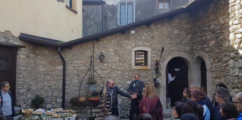 Trekking in Maschera: al Borgo di Canale percorrendo l'antica via romana