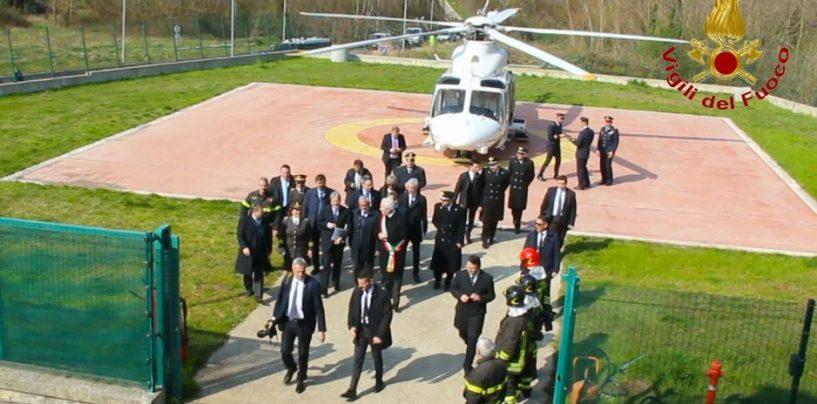 FOTO/ Gentiloni in città, il premier ringrazia il personale dei Vigili del Fuoco