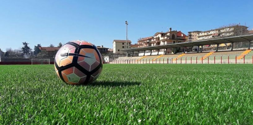 Sintetico, su il velo: Montemiletto abbraccia i calciatori dell'Avellino