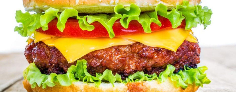 Ritirate 40mila tonnellate di carne di vitello: hamburger a rischio infezione