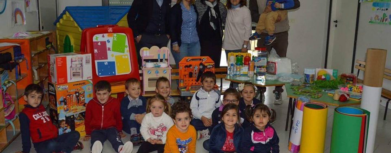 Pro Loco Tufo dona giochi didattici alla scuola materna