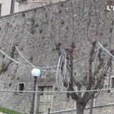 VIDEO/ L'inviato speciale a Gesualdo, dove gli alberi sono tralicci della corrente