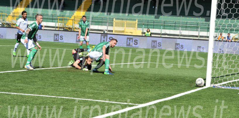 Mercato, l'Avellino ufficializza due triennali in difesa