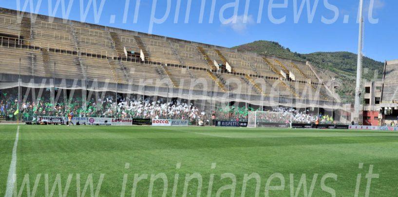 Avellino Calcio – Bombe carta sui tifosi irpini al derby: il giudice sportivo le ignora