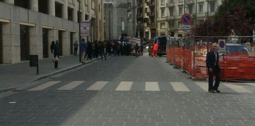 Non si accorge del pedone, investita una donna a Piazza Libertà