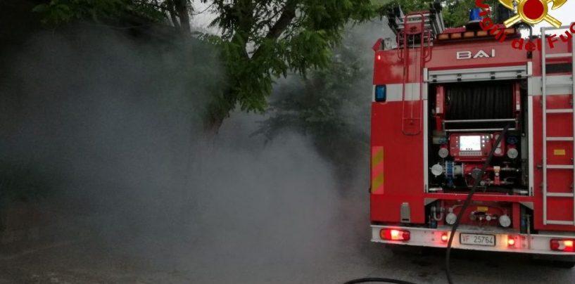 Incendio allo scalo di Calitri, quattro ore per spegnere le fiamme