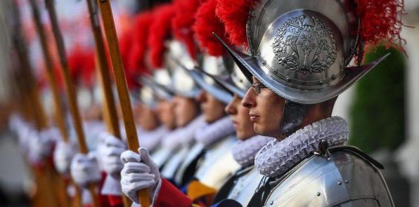 In Vaticano giurano quaranta nuove Guardie Svizzere