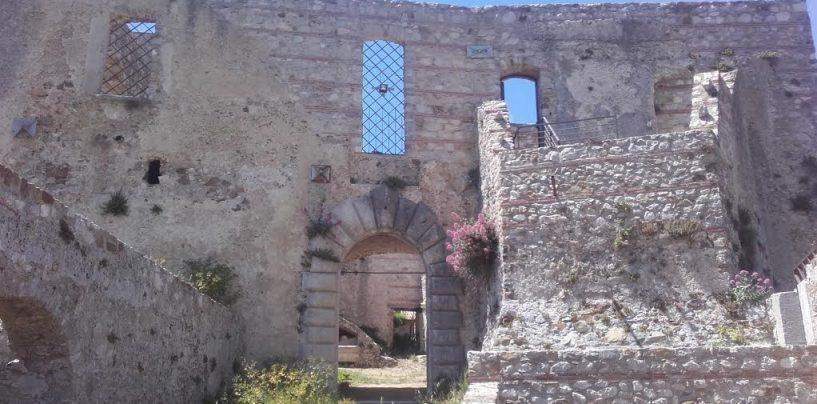 """FOTO/ """"Rotolando verso Sud"""": acqua, castelli e cemento armato da Lioni a Quaglietta"""