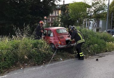 Perde il controllo dell'auto e finisce fuori strada, paura per un'anziana di Avellino