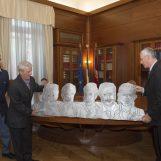 Lo scultore irpino Alfonso Cavaiuolo ricevuto dal Capo della Polizia Franco Gabrielli