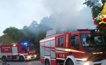 Incendi, Irpinia al girarrosto: oltre trenta interventi dei caschi rossi