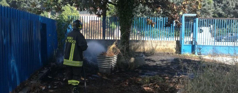 Incendio a Pianodardine, sterpaglie in fiamme vicino ad un tubo del gas