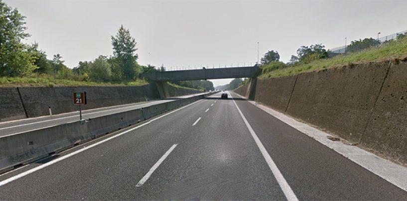 Riapre a metà il cavalcavia dell'A16: via libera ai lavori