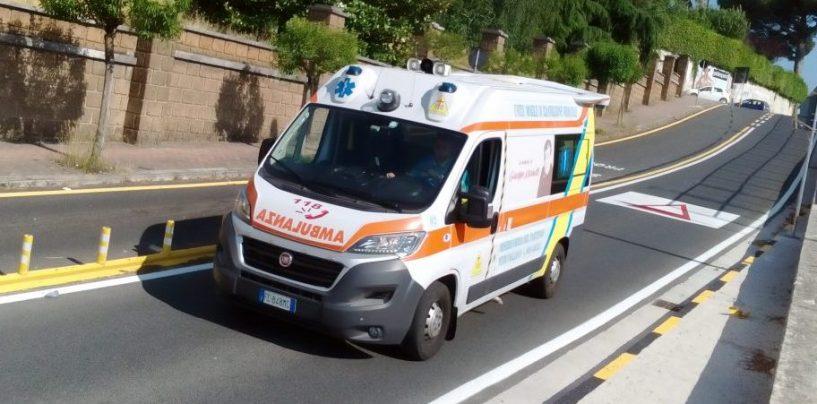 Auto contro moto, incidente in via Morelli e Silvati: 22enne al Moscati