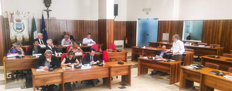 Consiglio blando al Comune di Avellino: le interrogazioni su Stadio e Teatro, l'assise si aggiorna a lunedì