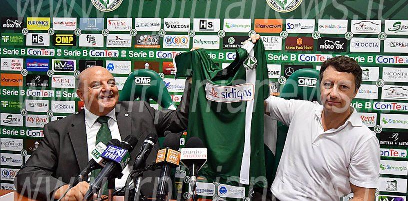 Avellino, Taccone presenta la nuova maglia con Anna Falchi madrina
