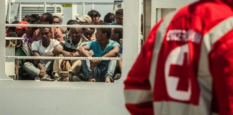 Tragedia del mare: 26 donne morte tra i 400 migranti arrivati a Salerno