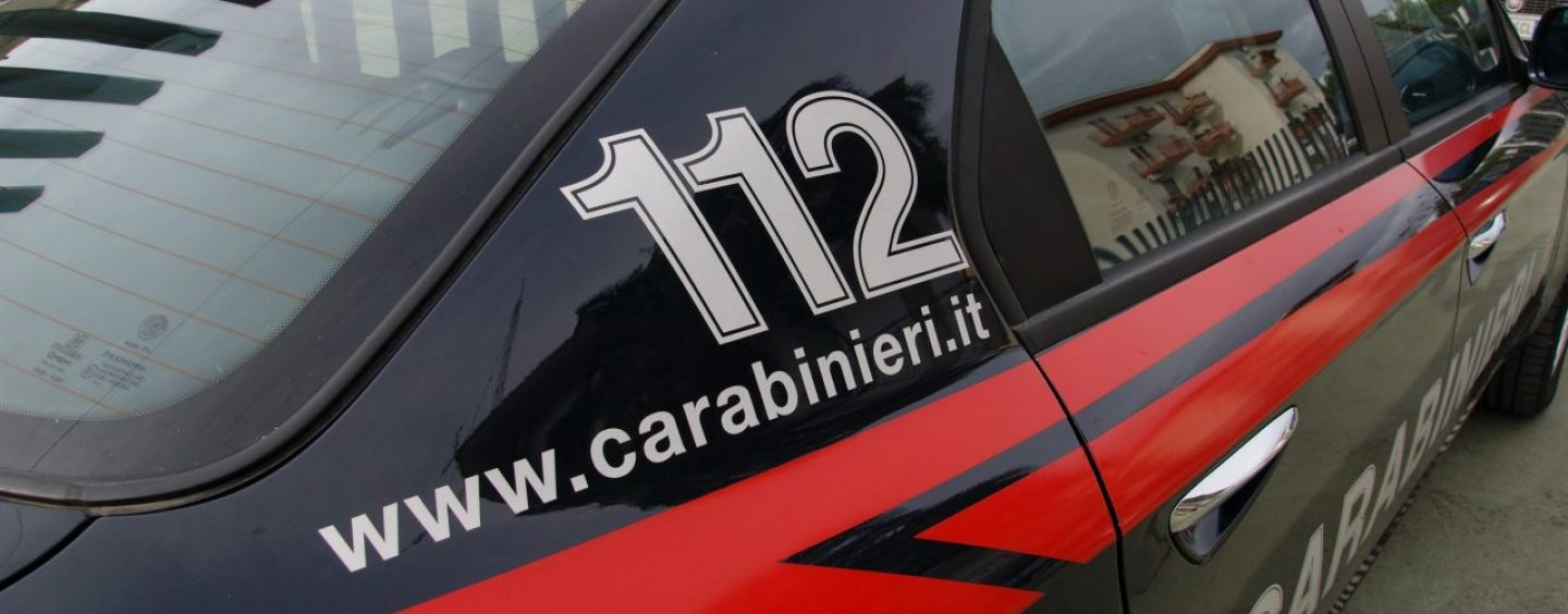 In auto con un coltello a serramanico: deferito 35enne