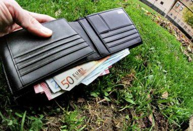 Il sindaco trova in strada un'ingente somma di denaro, l'appello per ritrovarne il proprietario